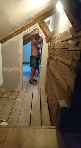 A semi-naked Glyn works on the snug
