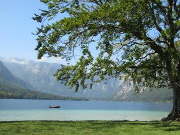 Triple tone aquamarine in Lake Bohinj